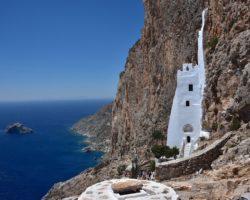 Древний скальный монастырь на острове Аморгос