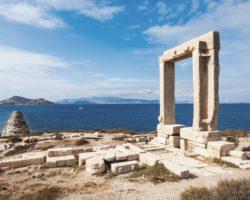 Развалины храма Аполлона на острове Наксос